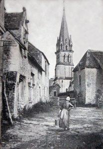 Le clocher, vu de la cour du manoir (début du XXe siècle)