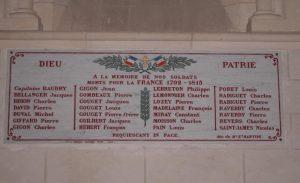 La plaque apposée en 1919 dans l'église paroissiale à la mémoire des 28 sol-dats tués pendant les guerres de la Révolution et de l'Empire. (don de Madame veuve Edmond Martine)