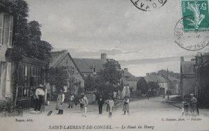 Le milieu du bourg de Saint Laurent de Condel vers 1900 À gauche, la vitrine du « tabac-recette buraliste »