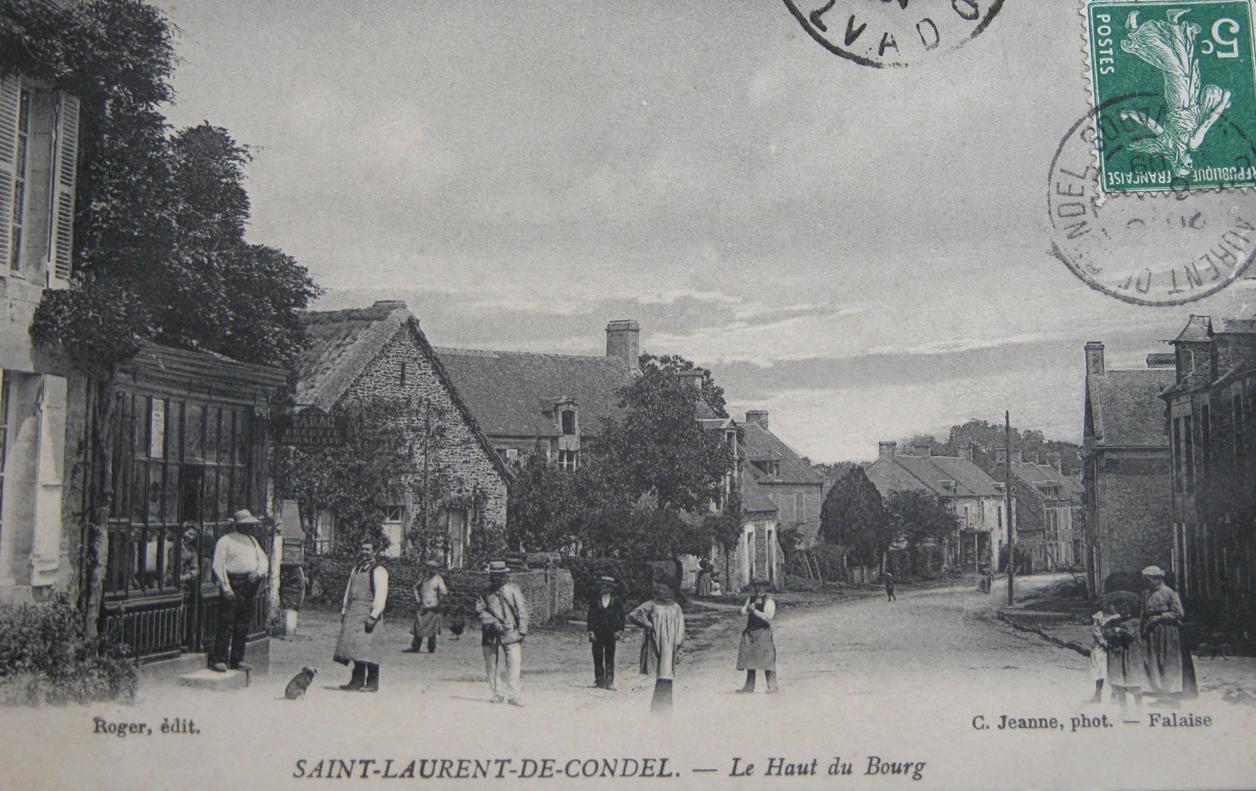 Le milieu du bourg de Saint Laurent de Condel vers 1900. À gauche a09add61937